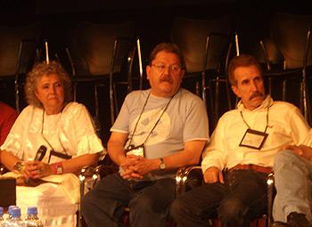Los escritores Laura Esquivel, Paco Ignacio Taibo II y Rodolfo Pérez Valero durante la tertulia