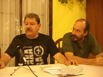 Paco Taibo, director de la Semana Negra, y Alfonso Mateo-Sagasta, jurado del premio Espartaco, en un momento de la lectura