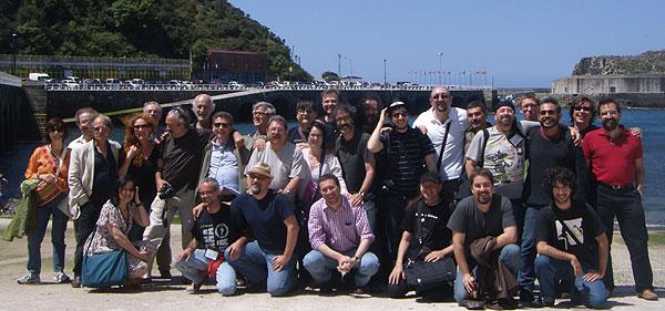 Foto de familia en Cudillero con los escritores supervivientes a la Semana Negra de Gijón 2010