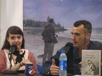 María Zaragoza y Nacho Guirado presentando Dicen que estás muerta