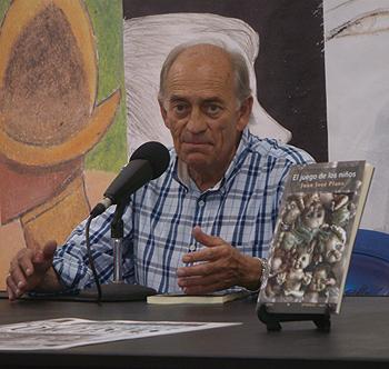 Juan José Plans presentando la reedición de su novela El juego de los niños