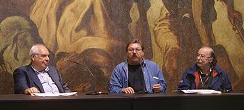 Los fundadores de la Semana Negra homenajeados: Vicente Álvarez Areces, Paco Ignacio Taibo II y Juan Cueto. Foto Toni Gutiérrez
