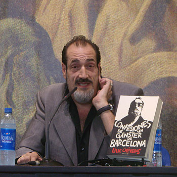 Dani el Rojo presentando Confesiones de un gángster de Barcelona