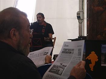 Yampi ofrece su último concierto mientras el público lee el A Quemarropa