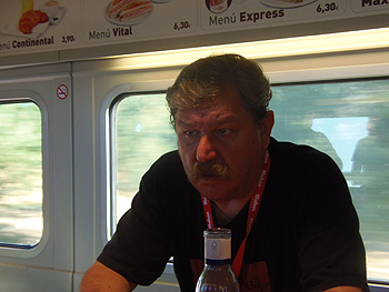 Paco Taibo en el tren negro