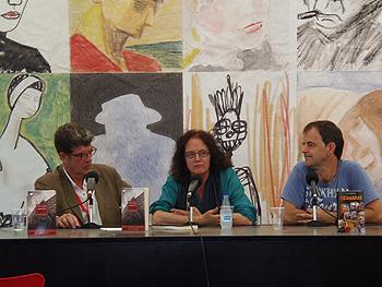 Juan Bolea, Empar Fernández y Jon Arretxe durante la presentación. (Foto: Toni Gutiérrez)
