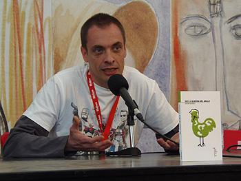 Juan Guinot presentando su libro (Foto: Toni Gutiérrez)