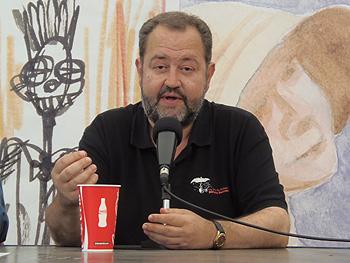 Juan Bas presentando su libro