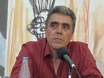 Alejandro Gallo presentando sus libros