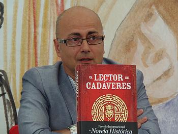 Antonio Garrido presentando su libro (Foto: Angie Álvarez)
