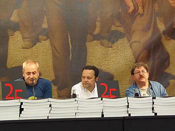 Ángel de la Calle, Rafael Rodríguez y Paco Taibo presentando el libro Coca Cola