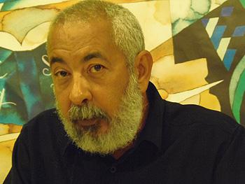 Leonardo Padura en la rueda de prensa del Hotel Don Manuel