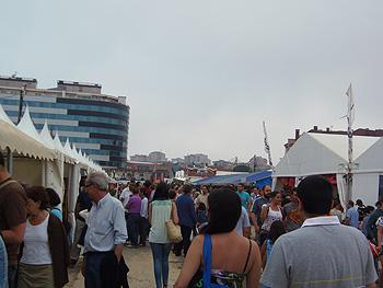 Visitantes de la Feria de la Semana Negra. Foto: Toni Gutiérrez