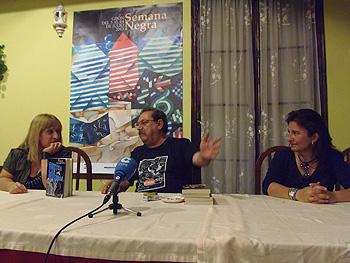 Susana Hernández, Paco Ignacio Taibo y Carolina Solé durante la rueda de prensa