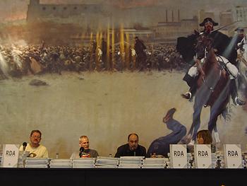 Paco Ignacio Taibo, Ángel de la Calle, Ibon Zubiaur y Cecilia Dreymüller presentando el libro de la Semana Negra: RDA. El país que nunca existió. Foto Toni Gutiérrez