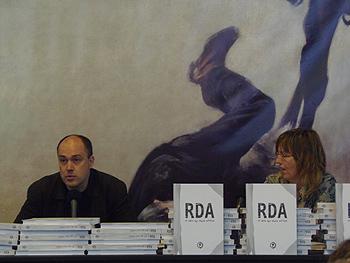 Ibon Zubiaur y Cecilia Dreymüller presentando el libro de la Semana Negra: RDA. El país que nunca existió. Foto Toni Gutiérrez