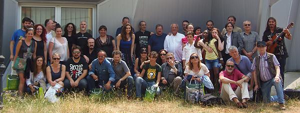 Los participantes en la Semana Negra 2013 posan en Aller