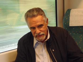 El escritor panameño Juan David Morgan durante la rueda de prensa