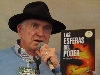 William Gordon presentando su libro en la Semana Negra