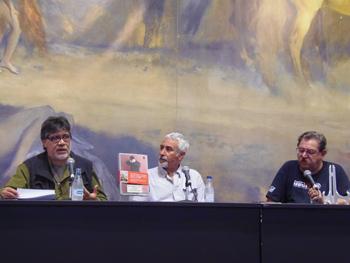 Luis Sepúlveda, Pino Cacucci y Paco Taibo durante la presentación