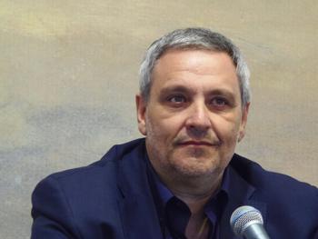 Maurizio de Giovanni presentando su novela en la Semana Negra