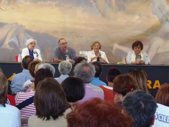 Paquita Sauquillo, Rubén Vega, Manuela Carmena y Cristina Almeida durante su charla en la Semana Negra