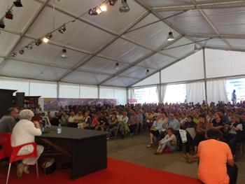Público asisente a la charla de las abogada laboralistas en la Semana Negra