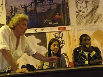 Javier Bauluz, Teresa Palomo y Maiga Oussman durante la charla del 18 Encuentro Internacional de Foto y Periodismo de Gijón