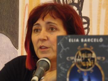 Elia Barceló presentando su novela en la Semana Negra