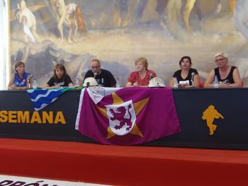 La mesa de las Mujeres del carbón: Raquel Arce, Yolanda Fernández, Rubén Vega, Anita Sirgo, Raquel Valbuena y Marian Manzano