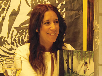 Dolores Redondo presentando su novela en la Semana Negra