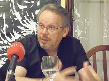 Craig Russell presentando sus novelas