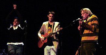 Lourdes Guerra, Pedro Pastor Guerra y Luis Pastor en un momento del concierto