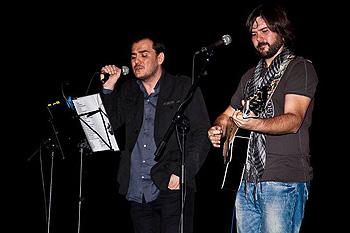 Ismael Serrano y Manuel Cuesta en un momento del concierto