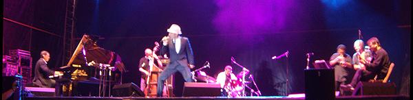 Zenet y su banda durante el concierto de Gijón (Foto: Toni Gutiérrez)