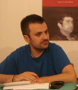 Benjamín Gutiérrez con Manuel Nevado Madrid en el cartel del fondo (Foto: Toni Gutiérrez)