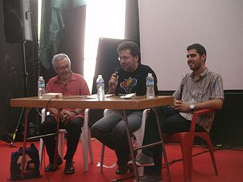 Constantino Bertólo, Javier Maestre y David Becerra presentando la novela Komatsu PC-340. Foto Toni Gutiérrez