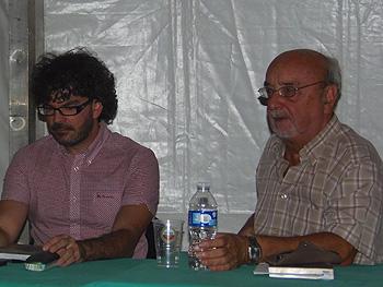 Eddy Sánchez y Andrés Linares durante el homenaje a Juan Antonio Bardem. (Foto: Toni Gutiérrez)