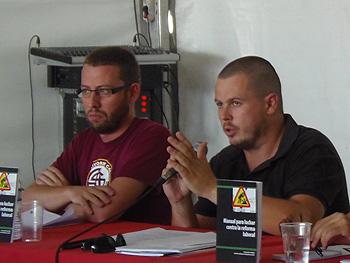 Vidal Aragonés y Luis Ocaña durante la presentación del libro Manual para luchar contra la Reforma Laboral. (Foto: Toni Gutiérrez)