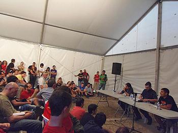 Carpa de Las Trece Rosas durante la presentación del libro Abajo el régimen. (Foto: Toni Gutiérrez)