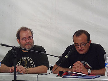 Chesús Yuste y Raúl Ariza presentando La mirada del bosque. (Foto: Toni Gutiérrez)