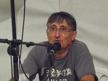 Pascual Serrano presentando su libro La comunicación jibarizada. (Foto: Toni Gutiérrez)