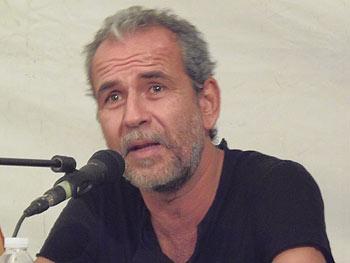 Willy Toledo durante la presentación del libro La comunicación jibarizada. (Foto: Toni Gutiérrez)