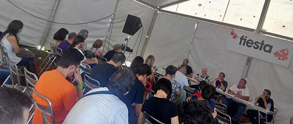 Un instante de la charla De víctimas de la crisis a protagonistas del cambio. (Foto: Toni Gutiérrez)
