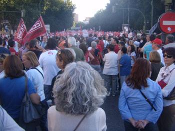 Los manifestantes van llegando a Paseo del Prado para la manifestación del 29S (Foto: Toni Gutiérrez)