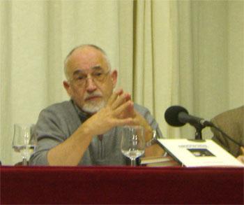 Francisco Faraldo durante la presentación de su libro Asociación Amigos de Mieres (foto Toni Gutiérrez)