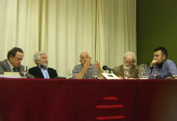 Francisco Caño, Jaime Ruiz Reig, Francisco Faraldo, Rafael Hernández y Benjamín Gutiérrez presentando el libro Asociación Amigos de Mieres (foto Toni Gutiérrez)
