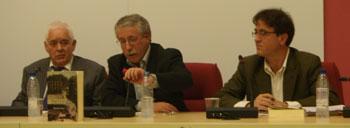 José Luis Saavedra, Ignacio Fernádez Toxo y Javier López durante la presentación del libro «Mañana a las once en la Plaza de la Cebada» de Manolo López