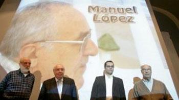 Alberdi, Areces, López Sacristán y Torre Arca durante la presentación del libro «Mañana a las once en la Plaza de la Cebada» de Manolo López en Gijón