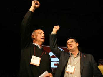 Paco Frutos, Secretario Genaral saliente, y José Luis Centella, nuevo Secretario General del PCE